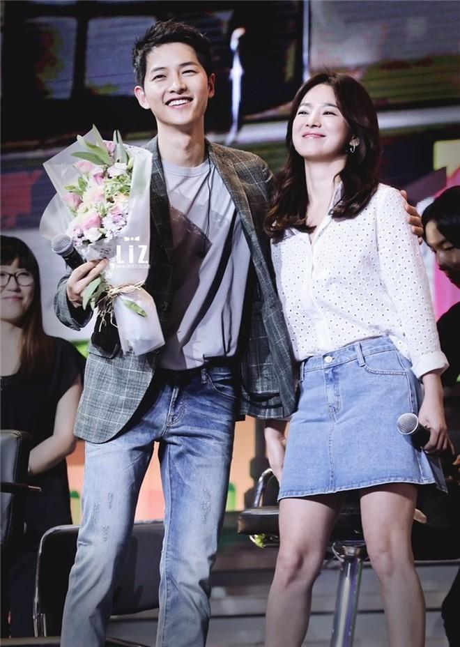 Song Joong Ki - Song Hye Kyo ly hôn rồi, dân tình sẽ không bao giờ được thấy họ mặc đồ ăn ý như thế này nữa - ảnh 5
