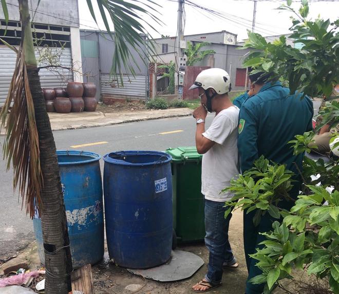 Bình Dương: Đi nhặt ve chai, phát hiện thi thể thai nhi bị vứt trong thùng rác - ảnh 1