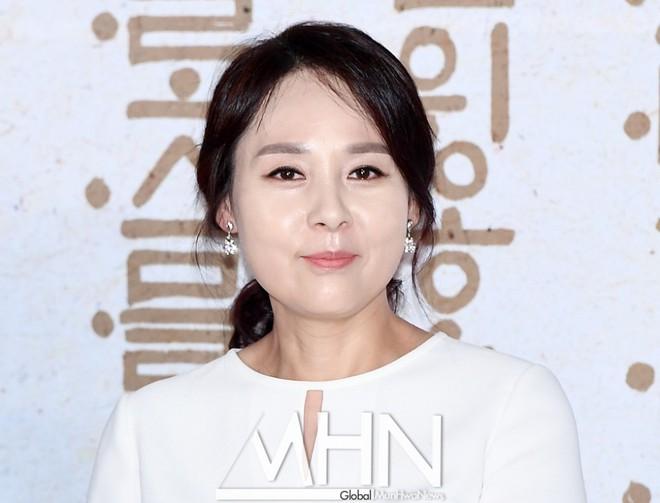 Vu sao Mặt trăng ôm mặt trời Jeon Mi Seon tự tử: Xác nhận bị trầm cảm dù có cuộc đời trong mơ bên chồng đạo diễn - ảnh 1