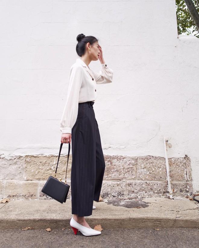 Hè dù nóng hay mát mẻ, áo sơ mi + quần ống rộng vẫn là combo tuyệt diệu nhất cho nàng công sở - ảnh 4