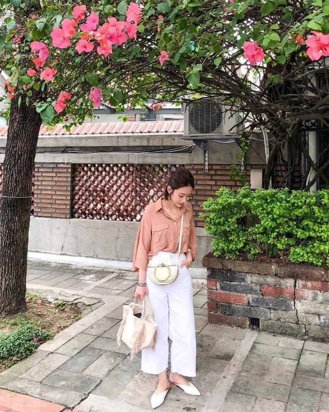 Hè dù nóng hay mát mẻ, áo sơ mi + quần ống rộng vẫn là combo tuyệt diệu nhất cho nàng công sở - ảnh 5