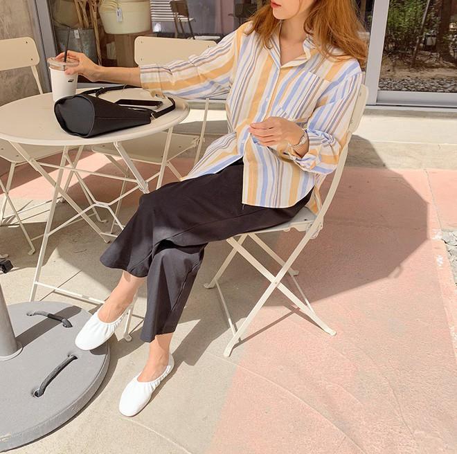 Hè dù nóng hay mát mẻ, áo sơ mi + quần ống rộng vẫn là combo tuyệt diệu nhất cho nàng công sở - ảnh 9