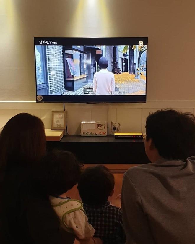 Phũ như anh trai Song Joong Ki: Bỏ follow, xóa ảnh liên quan, thậm chí like bình luận trái chiều về Song Hye Kyo - Ảnh 4.
