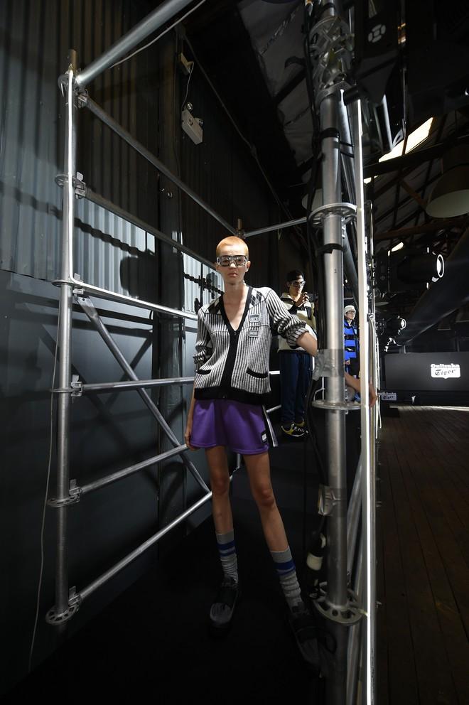 Bộ ba Hoàng Ku - Phí Phương Anh - Alex Fox xuất hiện cực chất trong buổi ra mắt BST mới của Onitsuka Tiger - ảnh 15