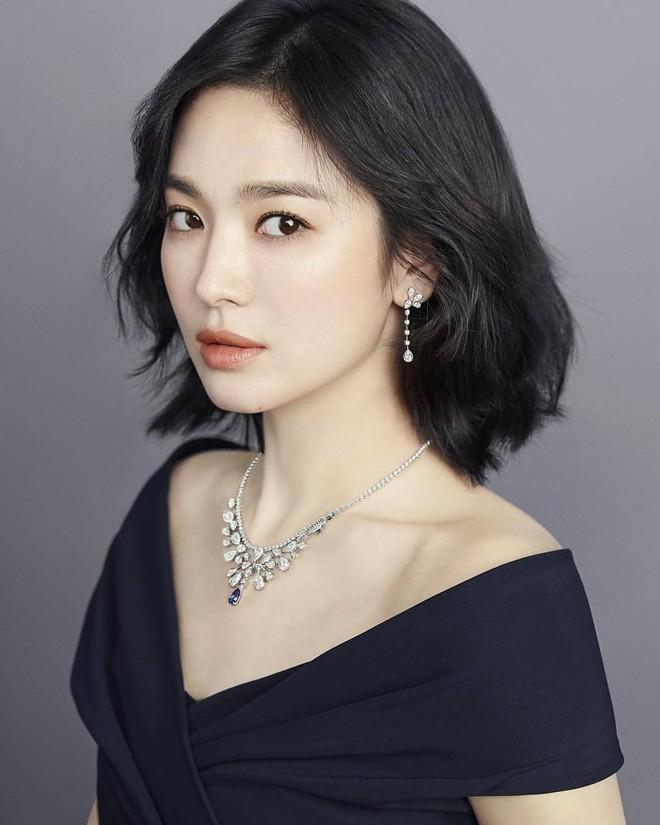 Phũ như anh trai Song Joong Ki: Bỏ follow, xóa ảnh liên quan, thậm chí like bình luận trái chiều về Song Hye Kyo - Ảnh 7.
