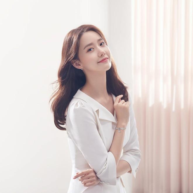 Lâu lắm rồi mới đụng hàng với Yoona, nữ thần Suzy được khen hết lời nhưng liệu có đánh bật được đối thủ? - Ảnh 5.