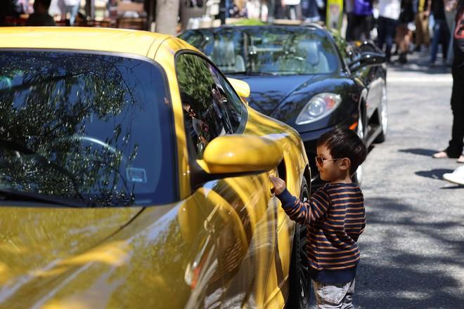 Không chỉ có sở thích siêu xe tiền tỷ, con trai Đan Trường còn đếm số thành thạo bằng 3 thứ tiếng dù mới lên 2 tuổi - Ảnh 2.
