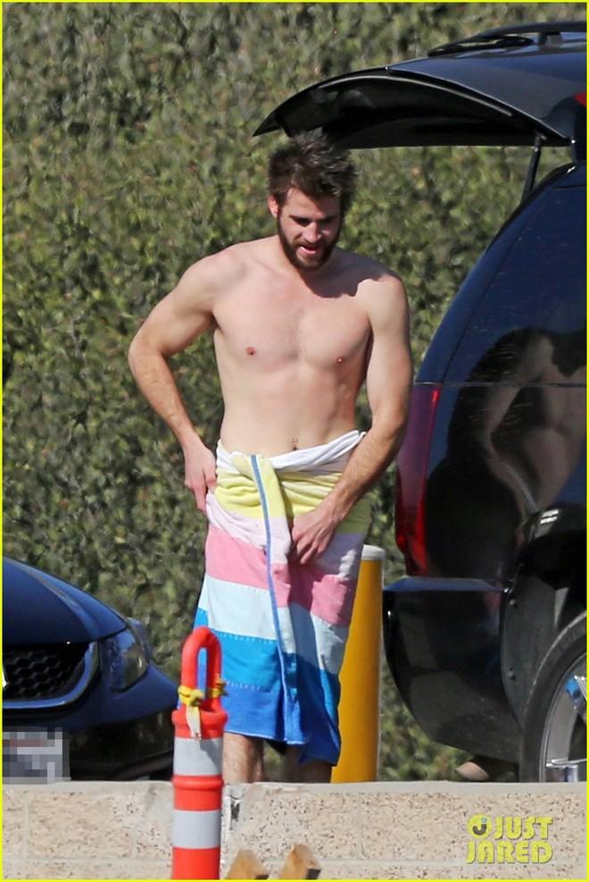 Xem loạt ảnh body cực phẩm của Liam, chị em mới thấm thía câu nói của Mileys: Tôi bị ám ảnh ghê gớm về chồng - Ảnh 8.