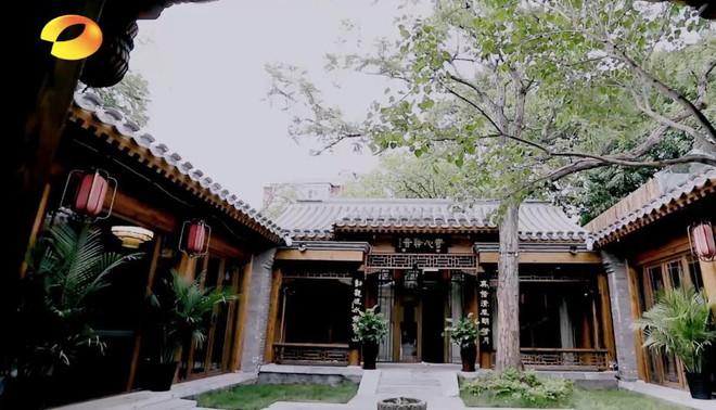Hoà Thân Vương Cương và cuộc sống khiến cả Cbiz sửng sốt: Đại gia đồ cổ cùng căn nhà trị giá hàng ngàn tỷ đồng - Ảnh 2.