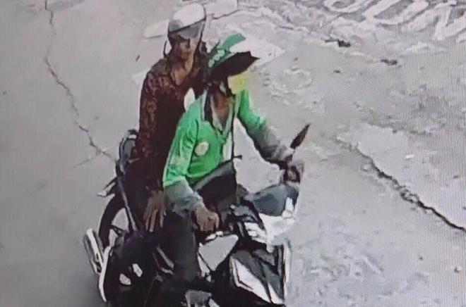 TP.HCM: Người đàn ông mặc áo GrabBike nghi bị cướp cứa cổ, lấy xe máy - ảnh 2