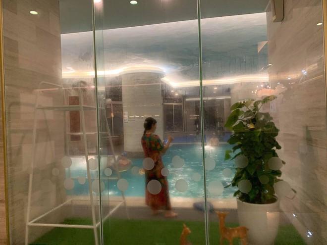 Hà Nội: Bé gái khoảng 5 tuổi bị đuối nước nhập viện cấp cứu khi đi bơi cùng bà tại bể bơi khách sạn - Ảnh 1.