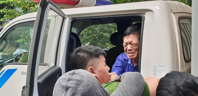 Trùm bảo kê chợ Long Biên Hưng kính khóc nức nở khi gặp người thân ở tòa án - Ảnh 2.