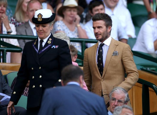 David Beckham - thần tượng của biết bao giới trẻ Việt Nam: Ở tuổi 44 vẫn đẹp trai lãng tử, khí chất ngút trời, làm sáng rực một góc khán đài Hoàng gia - Ảnh 1.