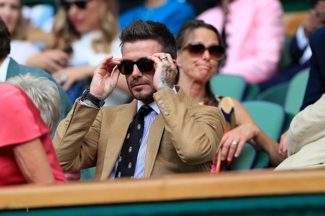 David Beckham - thần tượng của biết bao giới trẻ Việt Nam: Ở tuổi 44 vẫn đẹp trai lãng tử, khí chất ngút trời, làm sáng rực một góc khán đài Hoàng gia - Ảnh 4.