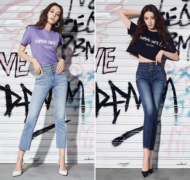 """Chẳng cần lồng lộn, Địch Lệ Nhiệt Ba chỉ diện áo phông quần jeans cũng đủ """"gây bão"""" với đôi chân hoàn mỹ - ảnh 2"""