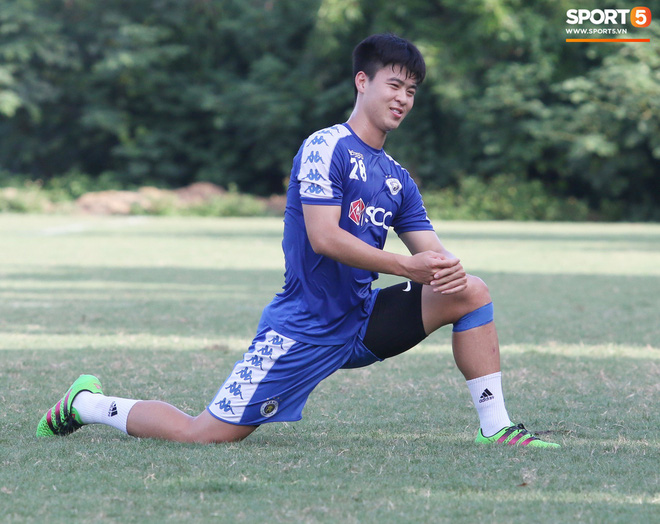 HLV Chu Đình Nghiêm báo tin khiến NHM lo lắng: Duy Mạnh đang bị đau nhưng chắc chắn sẽ phải thi đấu - Ảnh 1.