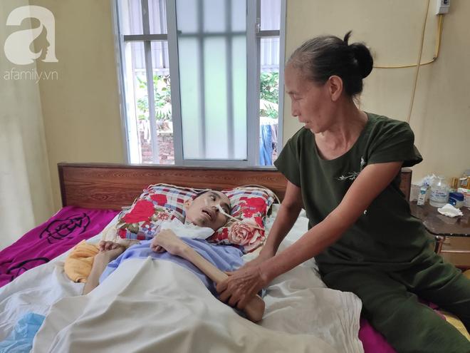 Con trai sắp lấy vợ bị tai nạn nằm một chỗ, người mẹ già ngã quỵ khi tiếp tục biết chồng ung thư mà không đủ tiền chữa - ảnh 1