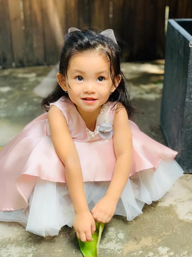 Mới hơn 2 tuổi, con gái Hải Băng đã gây sốt: Xinh trong veo như công chúa, lại còn biết tạo dáng chuyên nghiệp - ảnh 7