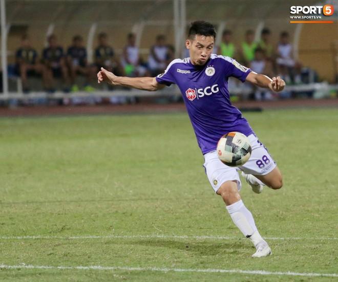 Ngoại binh nhập viện khẩn cấp giữa trận, đội bét bảng vẫn cầm hòa Hà Nội FC thành công - ảnh 16