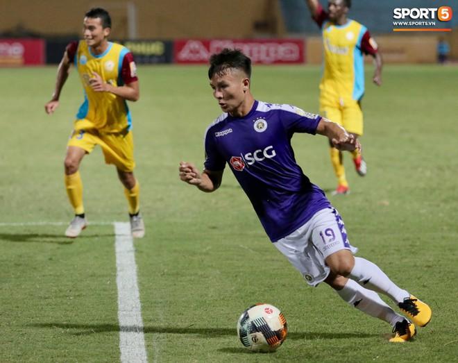 Ngoại binh nhập viện khẩn cấp giữa trận, đội bét bảng vẫn cầm hòa Hà Nội FC thành công - ảnh 11