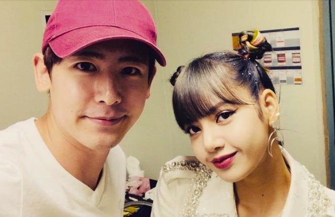 Không chỉ đến concert ủng hộ Lisa (BlackPink), hành động này của hoàng tử Thái Nichkhun (2PM) khiến người hâm mộ cảm thấy ấm lòng - ảnh 1