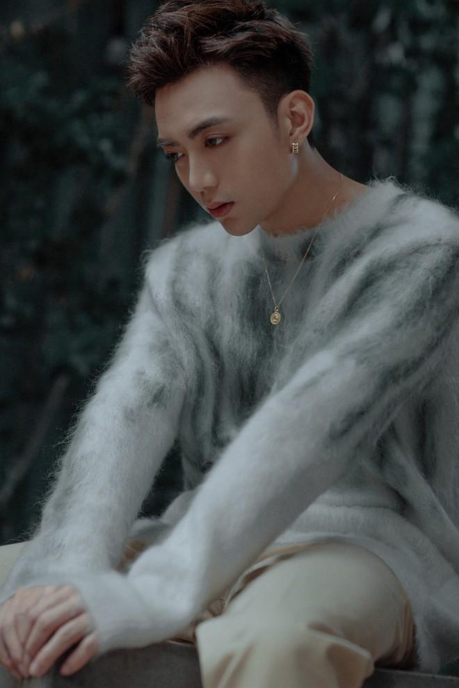 Cuối cùng Soobin Hoàng Sơn đã quay trở lại với ballad, nhá hàng MV kịch tính như phim! - Ảnh 3.