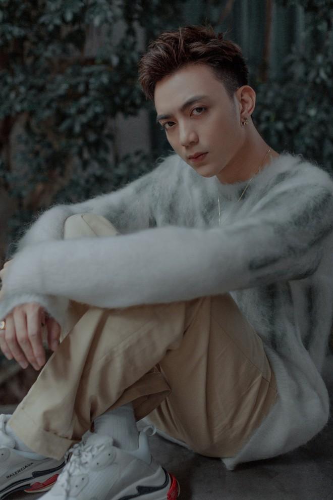 Cuối cùng Soobin Hoàng Sơn đã quay trở lại với ballad, nhá hàng MV kịch tính như phim! - Ảnh 4.