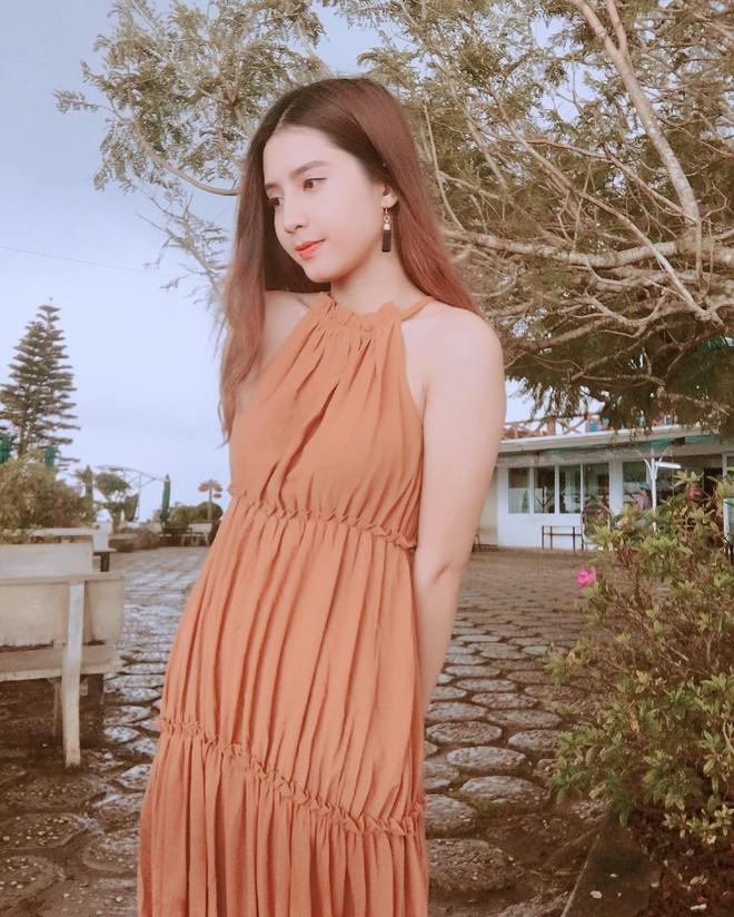 Nữ chính trong MV Sóng gió: Phong cách thời trang ngoài đời cực bánh bèo, tủ đồ hầu hết là váy - ảnh 7