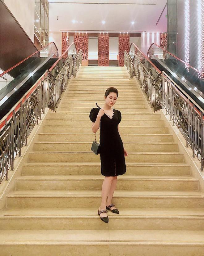 Nữ chính trong MV Sóng gió: Phong cách thời trang ngoài đời cực bánh bèo, tủ đồ hầu hết là váy - ảnh 2