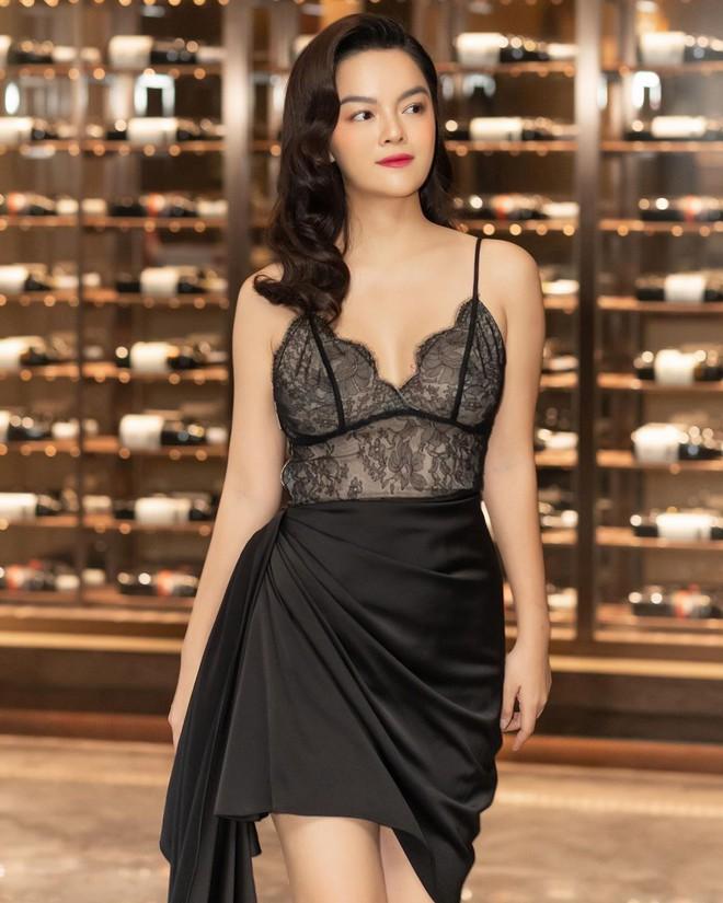 Ai đó kiêng dè váy kén dáng chứ Phạm Quỳnh Anh chẳng ngán diện, đã vậy còn mặc tuyệt đẹp - ảnh 6
