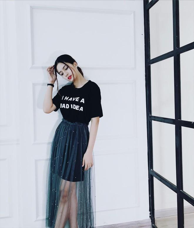 Nữ chính trong MV Sóng gió: Phong cách thời trang ngoài đời cực bánh bèo, tủ đồ hầu hết là váy - ảnh 10