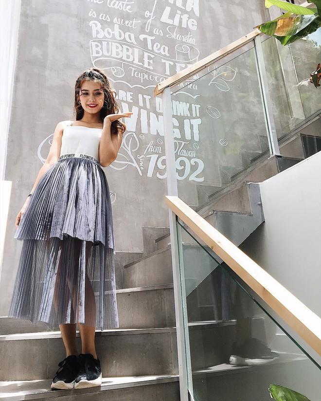Nữ chính trong MV Sóng gió: Phong cách thời trang ngoài đời cực bánh bèo, tủ đồ hầu hết là váy - ảnh 11