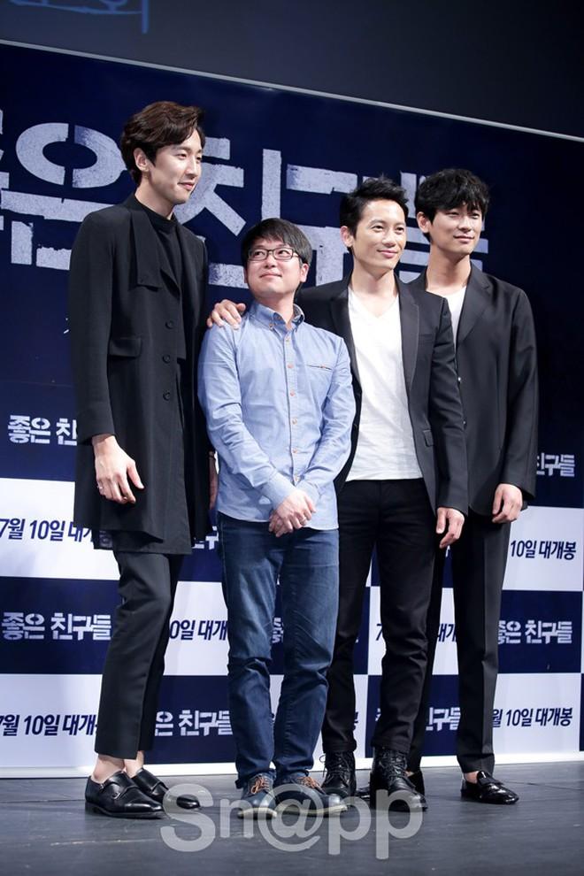 Giật mình các nam thần Hàn cao trên 1m9 đứng bên đồng nghiệp: Như người khổng lồ, Lee Kwang Soo chưa là gì so với số 5 - ảnh 17