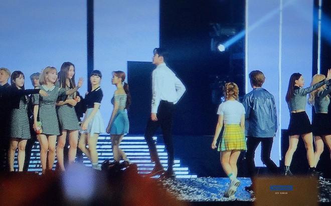 Giật mình các nam thần Hàn cao trên 1m9 đứng bên đồng nghiệp: Như người khổng lồ, Lee Kwang Soo chưa là gì so với số 5 - ảnh 26