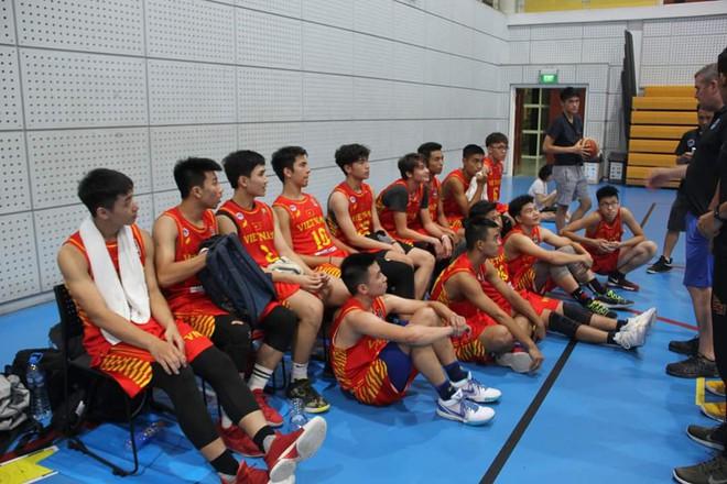 Điểm danh 12 gương mặt xuất sắc nhất của tuyển bóng rổ nam U18 Việt Nam tại ASEAN Schools Games 2019 - ảnh 1