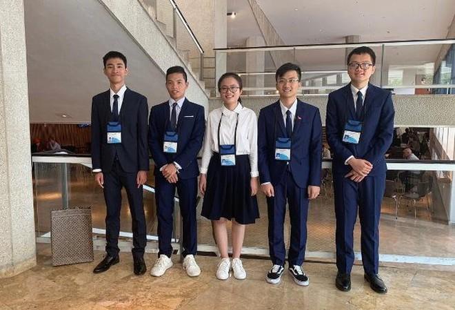 Nữ sinh Việt giành Huy chương Vàng Olympic Vật lý Quốc tế, trở thành thí sinh nữ xuất sắc nhất thế giới: Không phải cứ học là cầm sách lên đọc! - ảnh 1