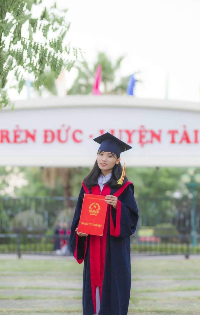 Vượt qua nỗi đau mẹ mất đột ngột, nữ sinh Quảng Nam đạt điểm Văn cao nhất nước trong kỳ thi THPT Quốc gia 2019 - ảnh 1