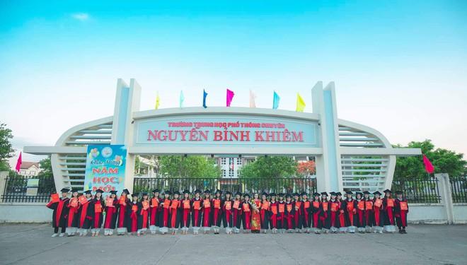 Vượt qua nỗi đau mẹ mất đột ngột, nữ sinh Quảng Nam đạt điểm Văn cao nhất nước trong kỳ thi THPT Quốc gia 2019 - ảnh 3