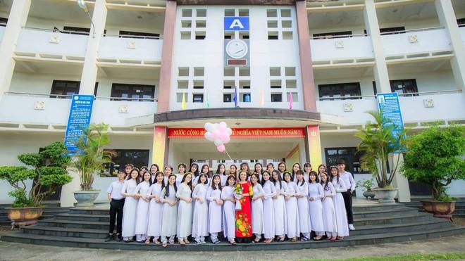 Vượt qua nỗi đau mẹ mất đột ngột, nữ sinh Quảng Nam đạt điểm Văn cao nhất nước trong kỳ thi THPT Quốc gia 2019 - ảnh 4