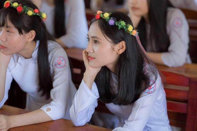 Vượt qua nỗi đau mẹ mất đột ngột, nữ sinh Quảng Nam đạt điểm Văn cao nhất nước trong kỳ thi THPT Quốc gia 2019 - ảnh 8