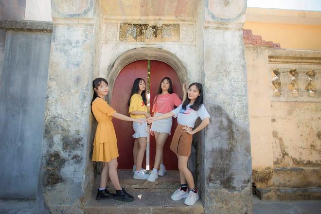 Vượt qua nỗi đau mẹ mất đột ngột, nữ sinh Quảng Nam đạt điểm Văn cao nhất nước trong kỳ thi THPT Quốc gia 2019 - ảnh 14