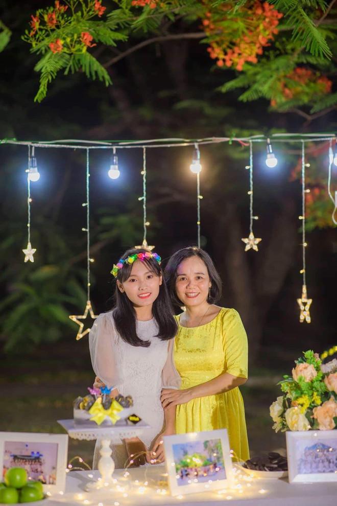 Vượt qua nỗi đau mẹ mất đột ngột, nữ sinh Quảng Nam đạt điểm Văn cao nhất nước trong kỳ thi THPT Quốc gia 2019 - ảnh 6