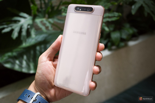 Trên tay Samsung Galaxy A80: Chiếc điện thoại hứa hẹn làm chao đảo cộng đồng livestream trong năm nay - Ảnh 1.