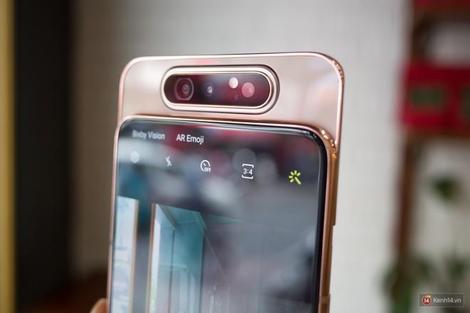 Trên tay Samsung Galaxy A80: Chiếc điện thoại hứa hẹn làm chao đảo cộng đồng livestream trong năm nay - Ảnh 2.