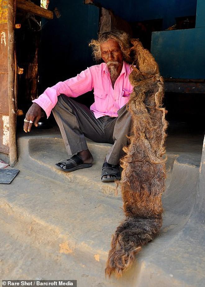 40 năm trời không dám cắt tóc gội đầu, người đàn ông Ấn Độ giải thích làm thế vì 'đây là yêu cầu của Thượng đế' - ảnh 4