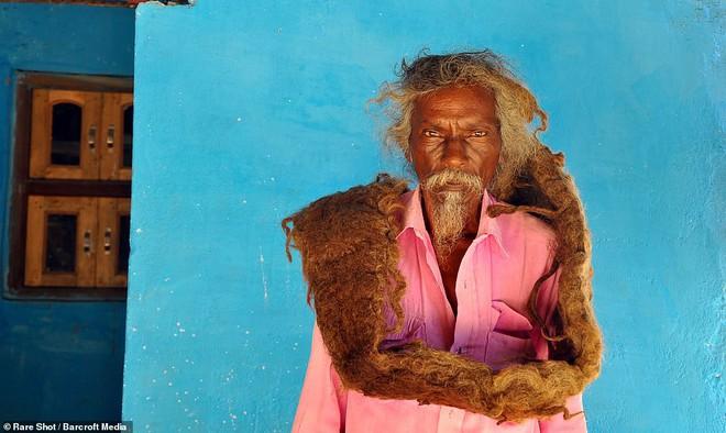 40 năm trời không dám cắt tóc gội đầu, người đàn ông Ấn Độ giải thích làm thế vì 'đây là yêu cầu của Thượng đế' - ảnh 2