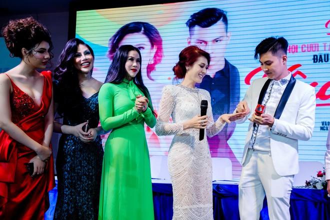 Lâm Khánh Chi mạnh tay chi hơn 2 tỷ đồng, tổ chức đám cưới tập thể cho 10 cặp đôi LGBT - ảnh 3