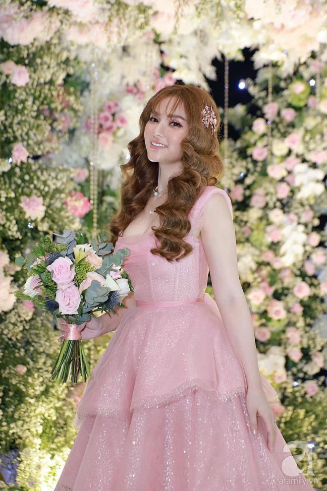 Cô dâu Thu Thủy chọn váy màu hồng của NTK Việt, tiết lộ đây cũng là người thiết kế váy cưới cho Đàm Thu Trang - ảnh 2