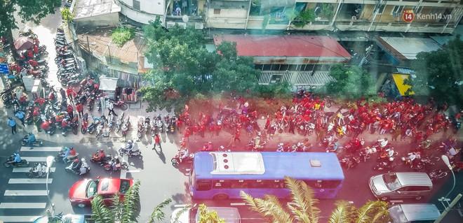 Đại diện Go-Viet lên tiếng khi hàng trăm tài xế ở Sài Gòn tắt app, tập trung đình công phản đối chính sách mới - ảnh 1