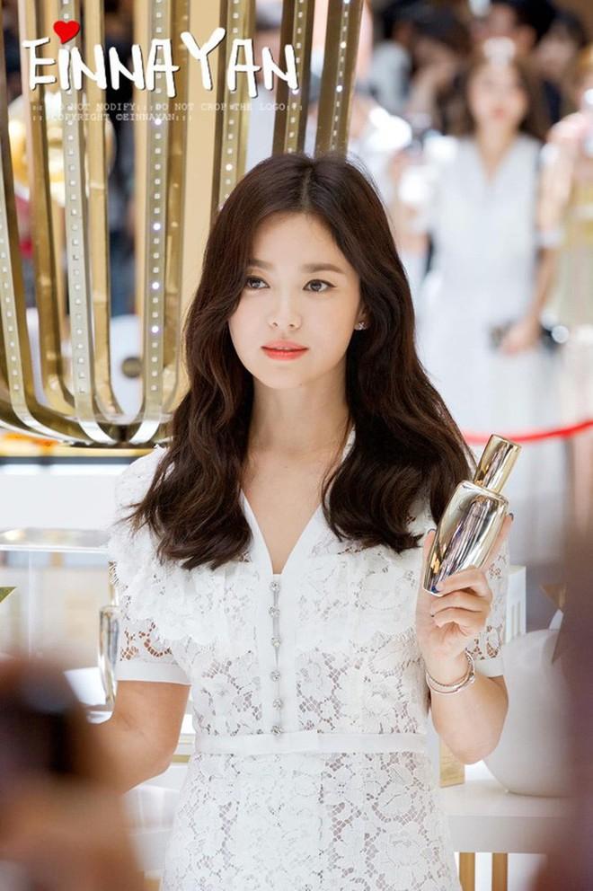 """""""Nóng trước lạnh sau"""" - bí kíp rửa mặt chống lão hóa giúp Song Hye Kyo giữ vững nhan sắc tường thành - ảnh 1"""